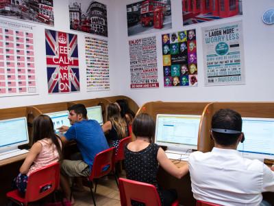 Come iscriversi alle università in Gran Bretagna? La scelta dell'università è un passo fondamentale, al termine del liceo o dell'istituto superiore. Se per iscriversi all'università in Italia, è sufficiente muoversi con un breve anticipo e informarsi presso la segreteria della facoltà prescelta, per l'iscrizione all'università a Londra o in Gran Bretagna, la procedura cambia.